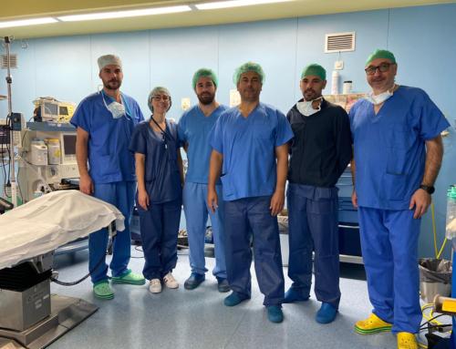 El Hospital de la Ribera extirpa un tumor de colon a través del ombligo del paciente