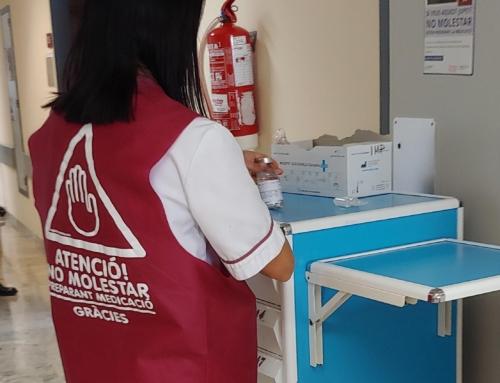 El Hospital de Alzira incorpora el uso de un chaleco rojo para mejorar la seguridad en la administración de fármacos